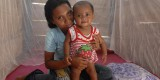 Maluku mom and kid with mosquito bed net (Photo courtesy of Edi Purnomo, UNICEF)