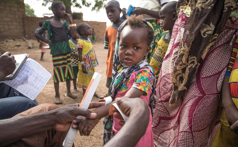 A child lines up to get her routine MACV vaccination in Burkina Faso in 2017. © Evelyn Hockstein/CDC Foundation